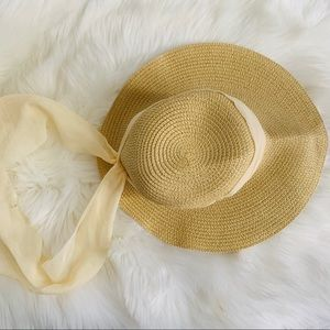 Accessories - Straw hat with cream fabric